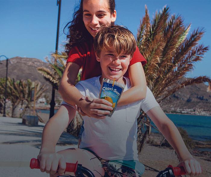 maedchen-junge-fahrrad-strand-tb